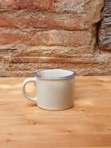 Tassa cafè de gres blanc amb vora blava, verde i marró